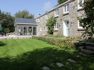 ROS VALE, large, cosy yet contemporary, WiFi, near St Buryan, ref;953751