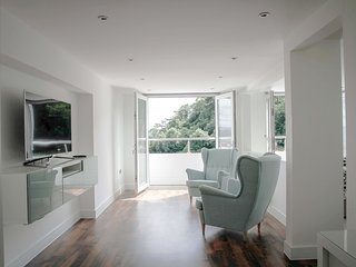 BAYSIDE HOUSE, large and luxurious, junior suite, WiFi, in Llandudno, ref:953692