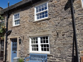 PENNYCRESS COTTAGE, stone-built, character cottage, romantic bolthole, in Leybur