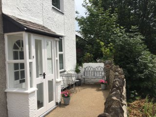 RAILWAY VIEW, pet friendly, quality accommodation, Conwy, ref 953343