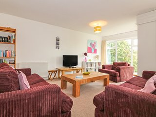 TAMAR 35, two pets welcome, indoor and outdoor heated pool, countryside views
