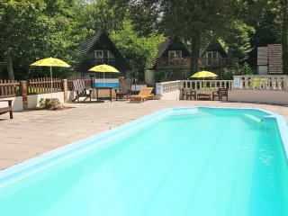 TAMAR 35, pet-friendly, swimming pools, countryside views, Ref 953093
