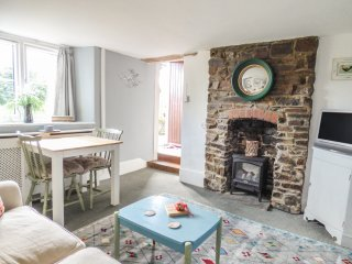 LANGDON FARMHOUSE COTTAGE, WIFI, countrside, stone fireplace, Ref 952637