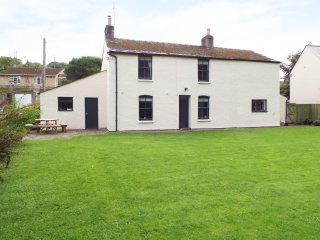 COPPICE detached character cottage, edge of Forest of Dean, woodburning stove