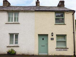 BIRCH HOUSE, cosy and romantic, WiFi, woodburner, near Newby Bridge, ref:951914