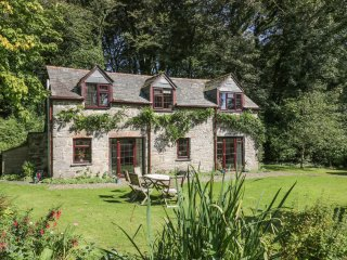 PANDIA, open fire, pet friendly, near Bodmin Moor, ref 951897