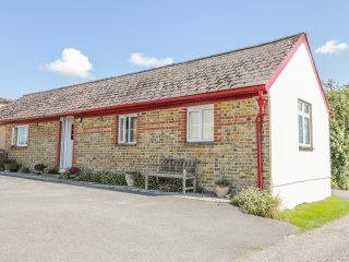 OLD SCHOOL COTTAGE, open plan, en-suite bedrooms, in Maiden Newton, Ref. 951296