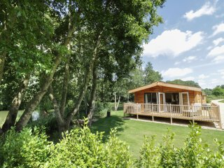 WOODSMAN LODGE 2 BED, WIFI, open plan living, close to lake, in Ross-on-Wye,Ref