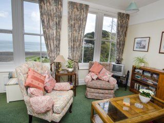FLAT 3, first floor apartment, pet-friendly, sea and village views, in Lynmouth,