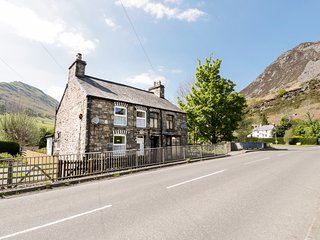 MINAFON, king size, pet friendly ,stone built, snug, Llangynog, Ref 949974