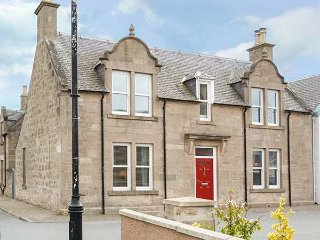 DALQUILLAN, spacious, coastal, WiFi, two sitting rooms, in Nairn, ref:949783