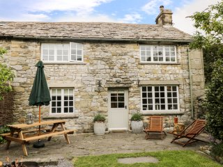 BRIDGE END COTTAGE, four bedroom, super-king size, log burner, hot tub, BBQ