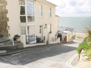 SEASIDE, ground floor, open plan layout, seaside location, in Ventnor, Ref. 9481