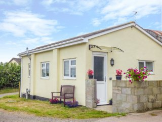 THE OLD DAIRY HOLIDAY COTTAGE, original steel beams, countryside views, on