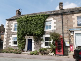 MILLWARD HOUSE, five bedrooms, woodburning stove, garden with furniture, in