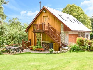 THE PIGGERY BELLEVUE, tranquil location, open plan, woodburning stove near Arbro