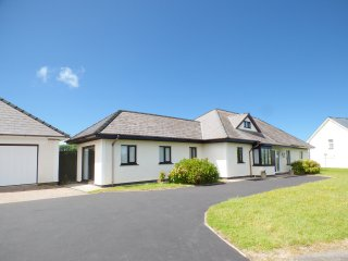 SALEM, sleeps eleven, ground floor, king-size, family home, Cross Inn, Ref 94610