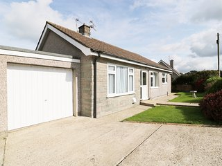 BUNGALOW, Smart TV, close to seaside, WIFI, in Fishguard, Ref 944756