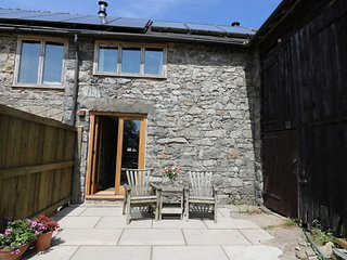 THE STABLE, romantic, open plan living, views to Cambrian Mountains, near