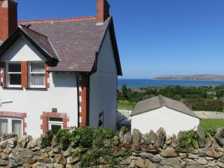 CAE GLAS COTTAGE, spacious cottage, superb views, WiFi, Dwygyfylch near Penmaenm