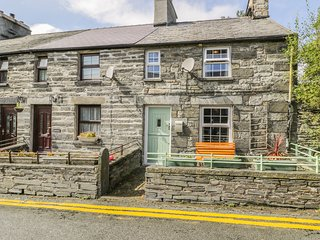 DELFRYN, character cottage, multi-fuel stove, pet-friendly, in Penmachno, Ref