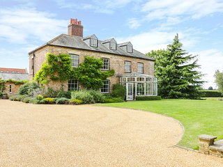 MODNEY HALL, enormous gardens, outdoor heated pool, playroom, Ref 940402
