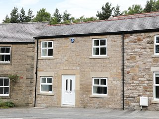 CARTERS COTTAGE,37 BUXTON ROAD, zip/link bedrooms, basement, pet friendly, in