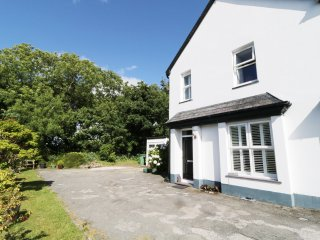 4 LLYFNI TERRACE, WIFI, Smart TV with Sky, on the riverside, Ref 939416
