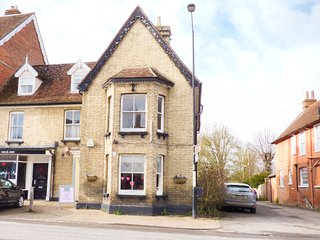 PHARMACY HOUSE, bay windows, street views of Long Melford, Ref. 938630