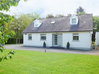 WOODBINE COTTAGE, detached cottage, Sky TV, garden, near Kilkenny, Ref 938295