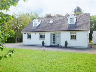 WOODBINE COTTAGE, detached cottage, Sky TV, garden, near Kilkenny, Ref 938295