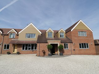 CROFT HOUSE, WIFI, Sky TV, large and luxurious,near Statford-upon-Avon, Ref