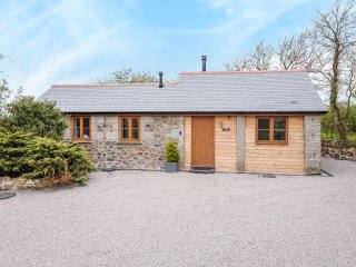 THE CARTHOUSE all ground floor, barn conversion , woodburning stove, WiFi in
