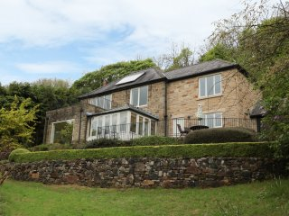 BRAMBLESIDE, stunning views, five bedrooms, in Calver, Ref 934346