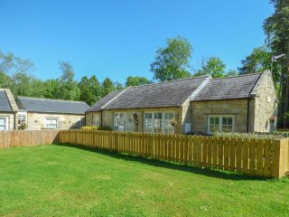 KIZZIE'S COTTAGE, detached, single-storey, parking, garden, in Warkworth, Ref