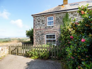 2 MENEFREDA COTTAGES, woodburning stove, WIFI, garden with furniture, in Rock