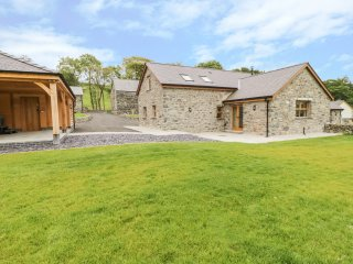 NEW BARN CONVERSION, wood burner, hot tub, countryside views, in Corwen, Ref