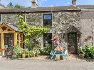 2 GRAIG COTTAGES, terraced holiday home, woodburner, pet-friendly, enclosed