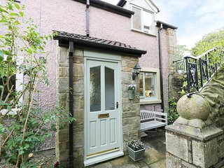APPLE TREE COTTAGE, wood burner, patio, in Forton, Ref. 933177