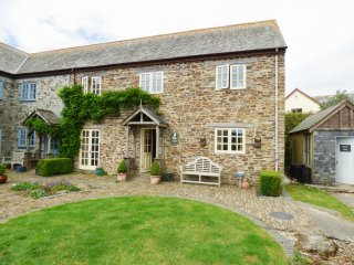 FOXES DEN, barn conversion, en-suites, parking, shared courtyard with swim spa,