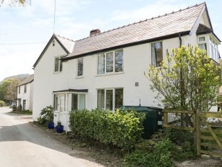 MINFFORDD, lovely, semi-detached cottage, three bedrooms, well-equipped accommod