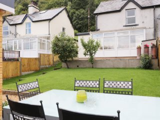 6 HILLSIDE COTTAGES stone-built cottage, conservatory, close to Surf Snowdonia
