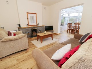 6 HILLSIDE COTTAGES stone-built cottage, conservatory, close to Surf Snowdonia,
