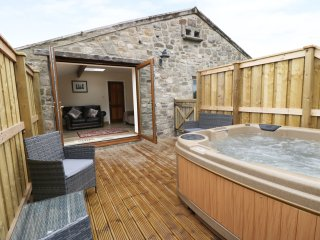 CARVIN-TOR, all first floor, hot tub, three bedrooms, Northallerton, Ref. 927696