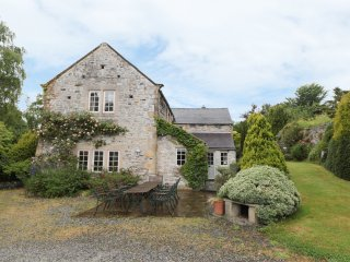DALE COTTAGE, Grade II listed building, WIFI, beautiful location, Ref 927216