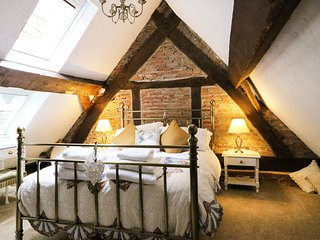 PEGGE'S ALMSHOUSE, romantic, rustic and charming, in Ashbourne, ref:925878