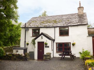 HALL DUNNERDALE COTTAGE, open plan accommodation, wood burning stove, garden wit