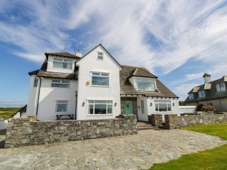 Y NYTH, coastal detached property, six bedrooms, three sitting rooms, ideal for