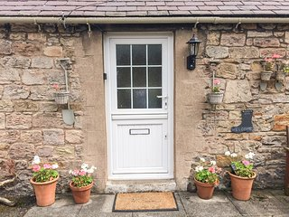 BLOOMFIELD COTTAGE, romantic, country holiday cottage, with open fire in Powburn