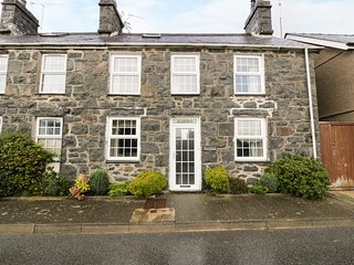 GLASFRYN, basic Sky TV, exposed beams and stone, WiFi, Ref 5646